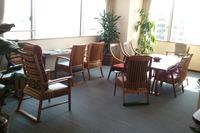「高専賃」の椅子たち。