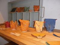 カフェ&ギャラリー 陳列できました : leather artist:yairi