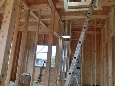 チューブを伸ばせば1階の部屋にも明かりを届けられます。